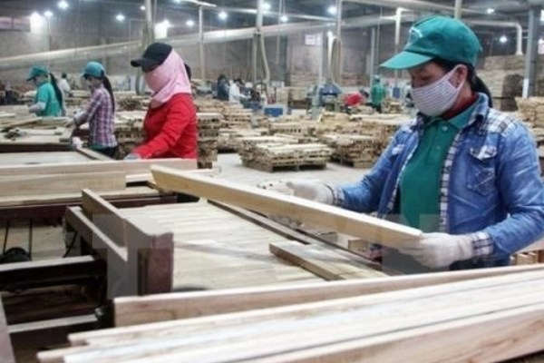 Vietnamese woodworking firms increase investment in technology, machinery
