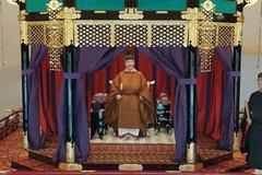 Nhật hoàng chính thức đăng quang