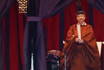 Prime Minister Nguyen Xuan Phuc attends Japanese emperor's coronation ceremony
