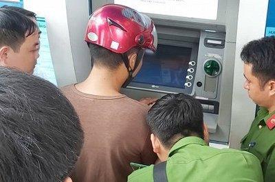 Lật tẩy chiêu trò tinh vi đánh cắp thông tin thẻ ATM