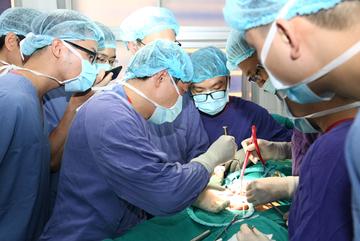 Bác sĩ Việt Đức cứu 'cậu nhỏ' 7 năm bất lực