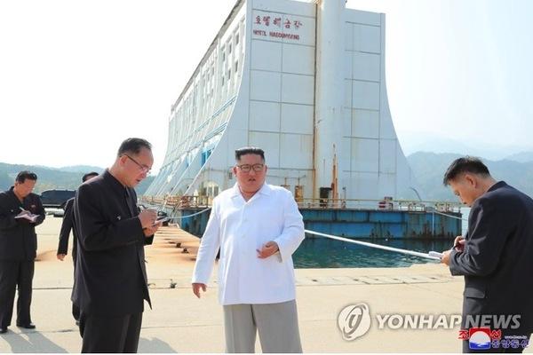 Kim Jong Un lệnh phá các toà nhà Hàn Quốc xây ở núi Kim Cương
