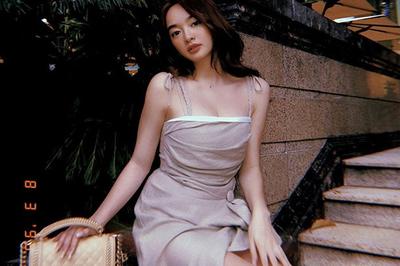 Kaity Nguyễn thích diện váy áo cúp ngực khoe vòng một