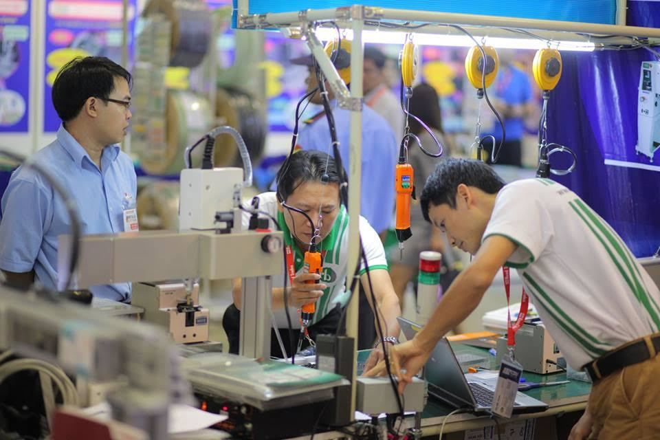 Over 80% of executives in Vietnam's manufacturing businesses seek new jobs