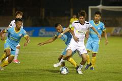 Vòng 26 V-League: Bùi Tiến Dũng bị thủng lưới, HAGL dẫn Khánh Hòa