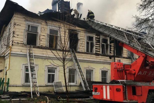 Chung cư ở Nga bị phóng hỏa, năm trẻ em chết thảm