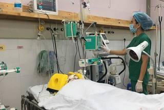 Bé gái mất cả bố, mẹ sau tai nạn phải trải qua tiếp nhiều cuộc đại phẫu