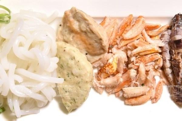 Crab thick noodle soup