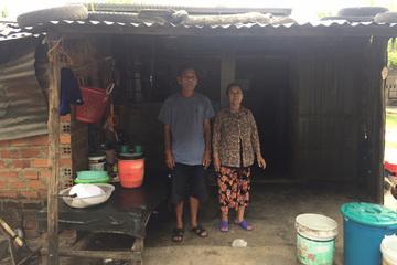 Hai vợ chồng già, con bị bệnh mong có căn nhà cứng cáp