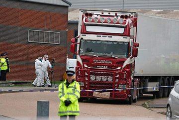 Tình tiết gây sốc vụ hàng chục thi thể trong xe tải ở Anh