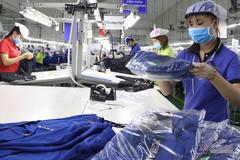 Người Việt tăng ca, làm nhiều mà năng suất thấp vì lề mề