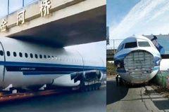Máy bay mắc kẹt dưới gầm cầu