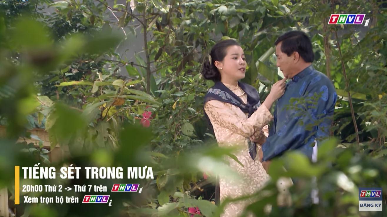 'Tiếng sét trong mưa' tập 46 Thị Bình chết đứng nhìn hai con ruột hôn nhau