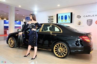 Mercedes-Benz E 300 AMG mạ vàng của đại gia Việt