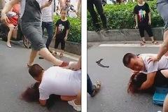 Video đánh ghen 'long trời lở đất', chồng đè lên bồ đỡ đòn của vợ