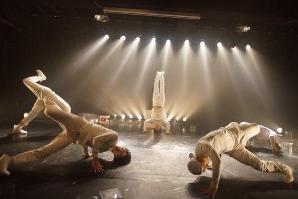 Nhóm nhảy giữ kỷ lục thế giới của Hàn Quốc biểu diễn tại Việt Nam