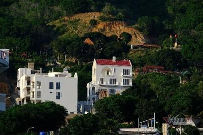 """Biệt thự """"khủng"""" xây trái phép trên núi ở Nha Trang"""