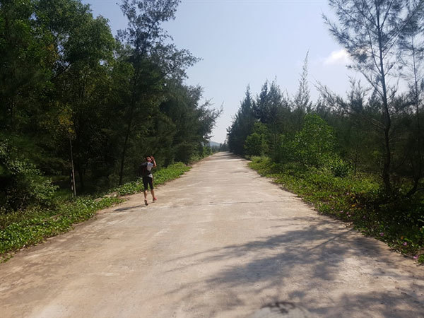 Meet the woman running from Hanoi to HCM City for charity