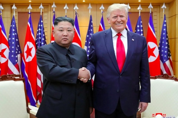 """Ông Trump và Kim Jong Un có """"quan hệ đặc biệt"""""""