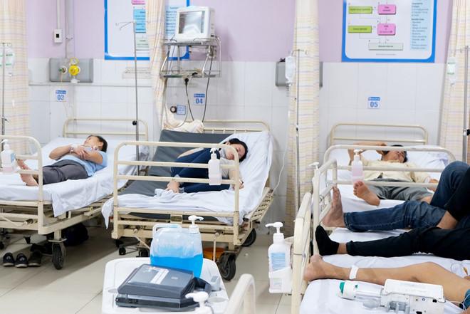 48 công nhân ở Sài Gòn nhập viện sau bữa ăn chiều tăng ca