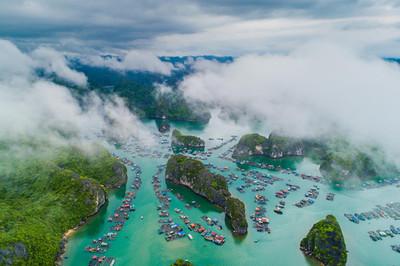 Tăng phí gần gấp đôi, du khách mất tiền triệu khi thăm vịnh Hạ Long