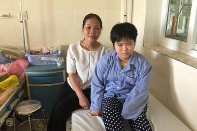 Nước mắt nữ sinh Đại học quốc gia phải chấm dứt ước mơ làm cô giáo vì ung thư