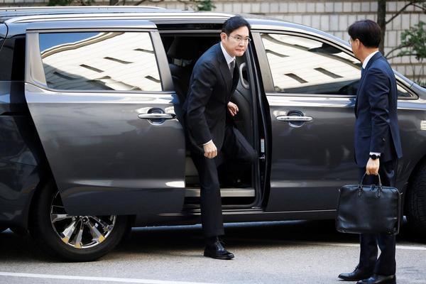 Người thừa kế tập đoàn Samsung lại ra hầu toà với án hối lộ