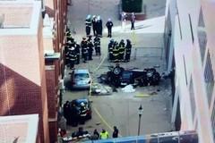 Ôtô rơi từ bãi đỗ tầng 4 xuống đất, 2 người thiệt mạng