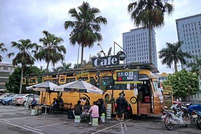 Xe buýt phế thải thành quán cà phê thân thiện môi trường