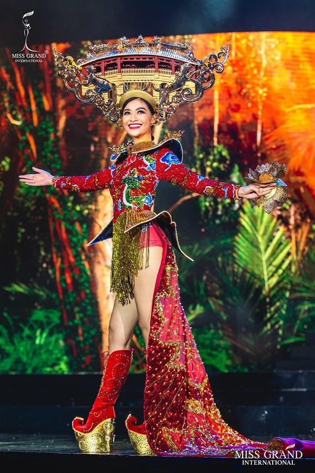 Kiều Loan: Từ người đẹp bị khán giả chê bai đến Top 10 HH Hòa bình 2019
