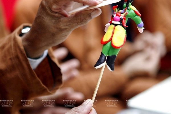 Toy figurine making in Xuan La village