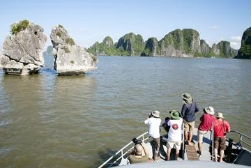 Định tăng phí tham quan vịnh Hạ Long hơn 70%, tỉnh bắt dừng gấp