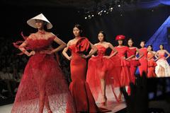 Những cột mốc đáng nhớ đưa thời trang Việt Nam vươn tầm thế giới