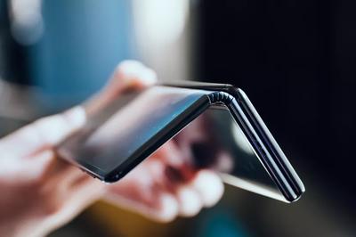 Quên Galaxy Fold đi, smartphone này có 2 bản lề màn hình 10 inch