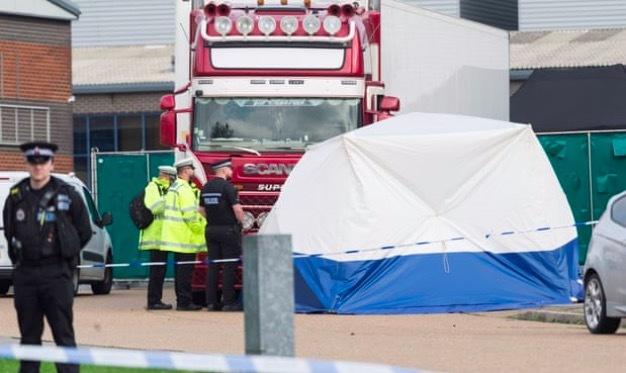 Bắt hai nghi phạm vụ 39 người chết trong thùng xe