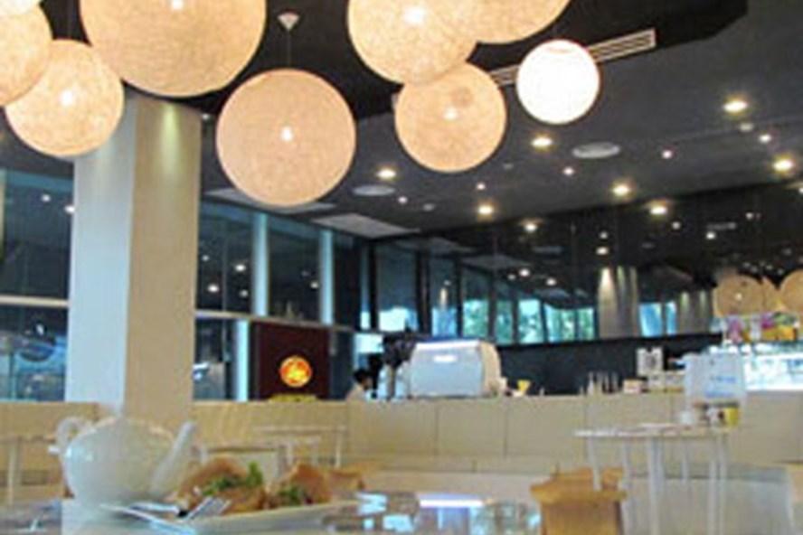Vietnamese succeed in business in Laos