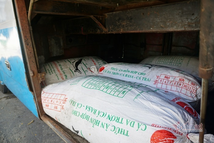 Bắt nửa tấn mỡ bốc mùi hôi thối từ Đà Nẵng tuồn ra Huế