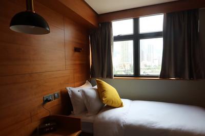 Giá nhà quá đắt, người trẻ Hong Kong thuê nhà chung, chia chỗ ở