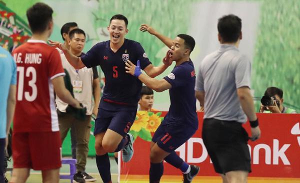Tuyển Việt Nam mất vé dự chung kết vào tay Thái Lan