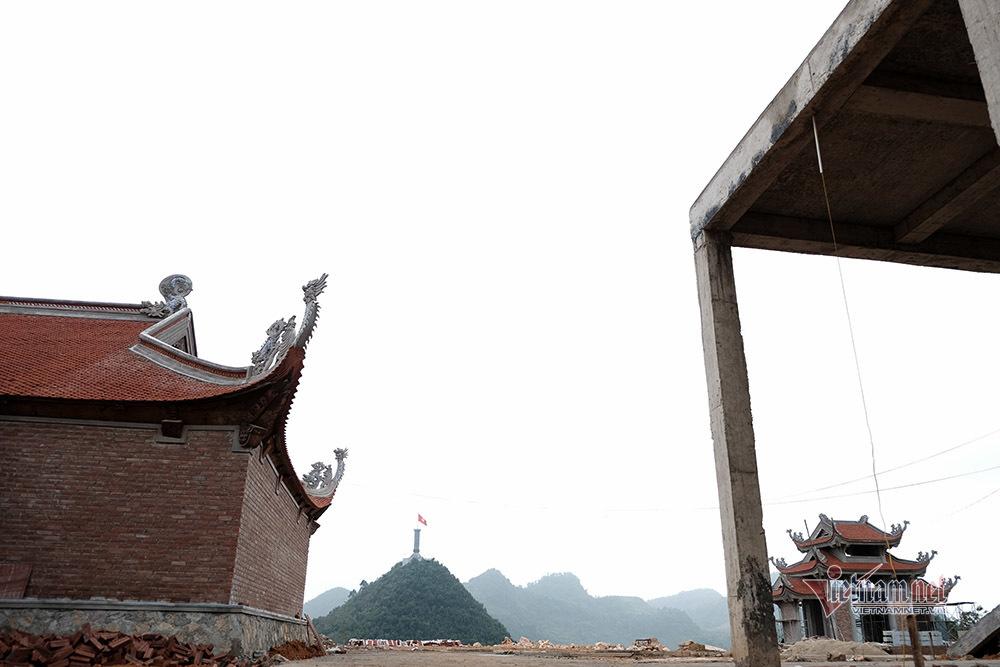 Ngổn ngang công trường phá núi xây chùa Lũng Cú 800 tỷ