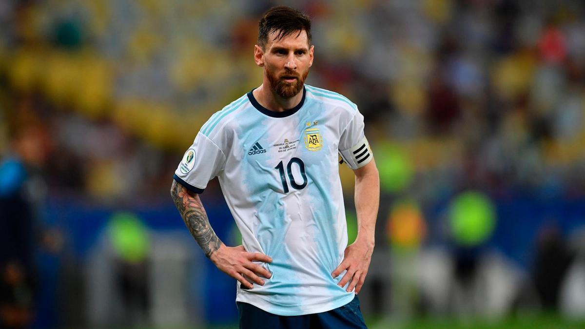 MU nhận tin sét đánh, Messi trở lại oái oăm