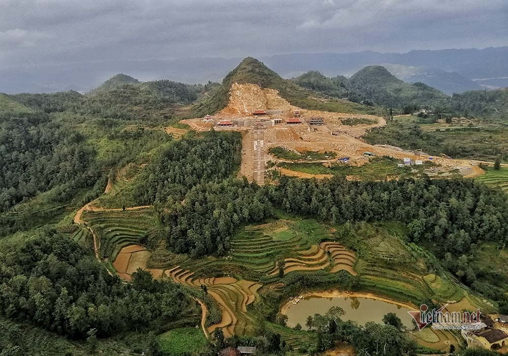 Mặc Bộ Văn hóa vạch sai phạm, chùa Lũng Cú vẫn hiên ngang xây tiếp