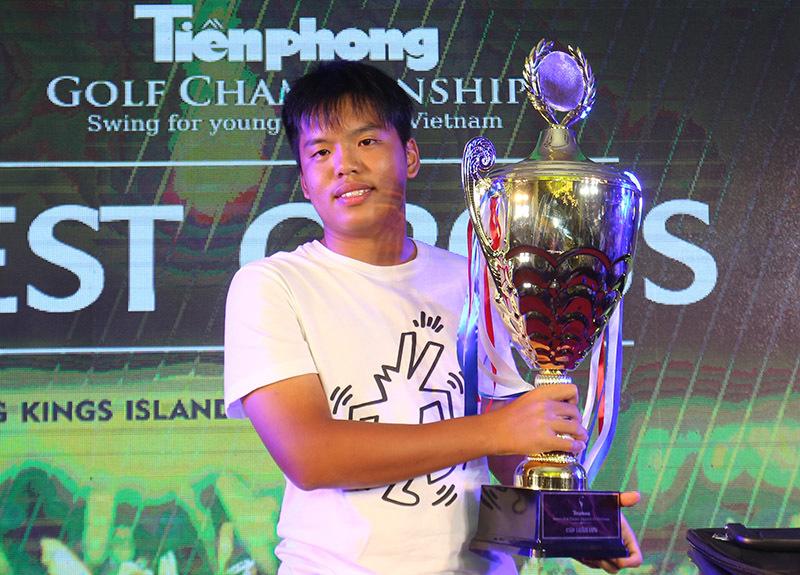 Golfer 16 tuổi vô địch giải golf gây quỹ từ thiện