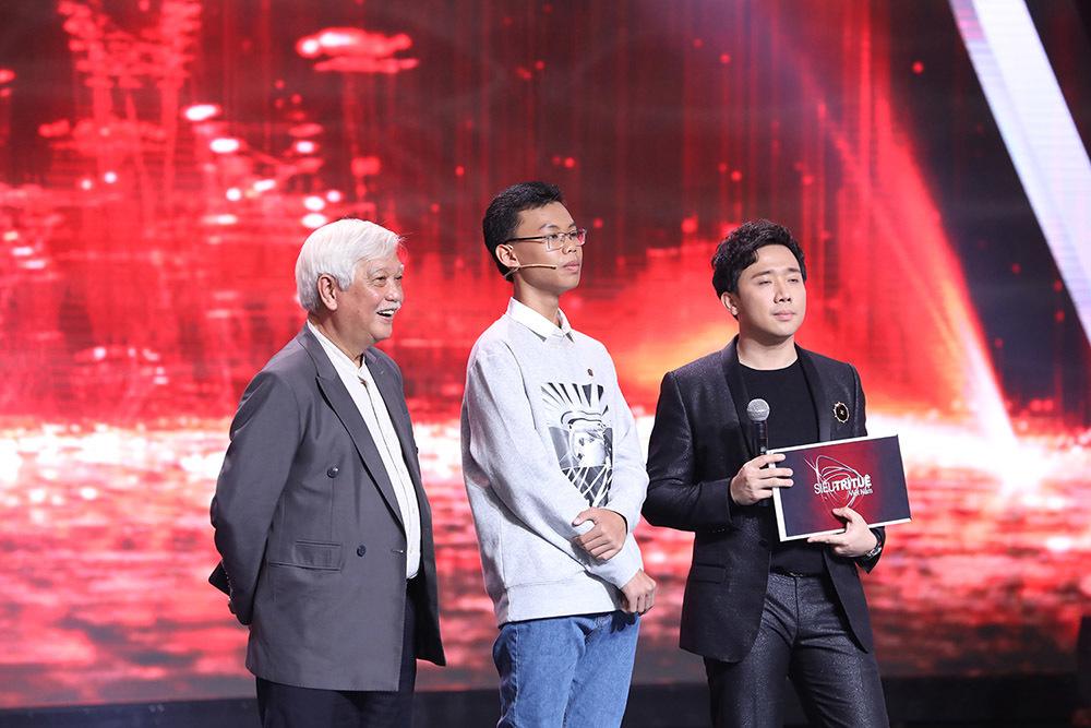Lại Văn Sâm cúi đầu, Trấn Thành nổi da gà trước 'thần đồng sử học' 14 tuổi