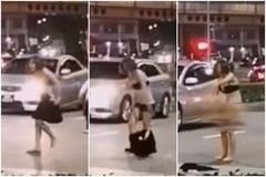 Cô gái lột đồ giữa đường chạy theo người đàn ông ở Singapore