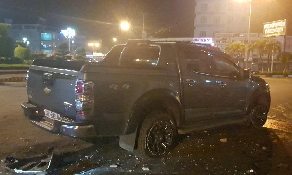 Tài xế say xỉn lái ô tô 'cày nát' vòng xoay trung tâm Bình Phước