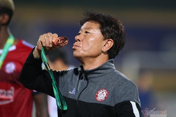TPHCM chia tay HLV Chung Hae Seong, ve vãn Kiatisak