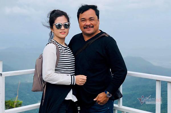 'Ông trùm cảnh nóng Việt' thấy có lỗi khi để vợ kém 2 giáp bật khóc