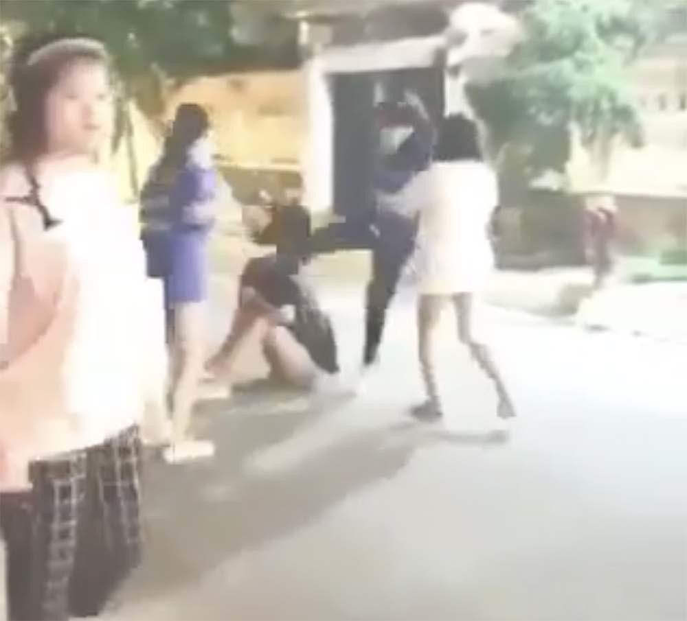 Sài Gòn,Nữ sinh,cố ý gây thương tích