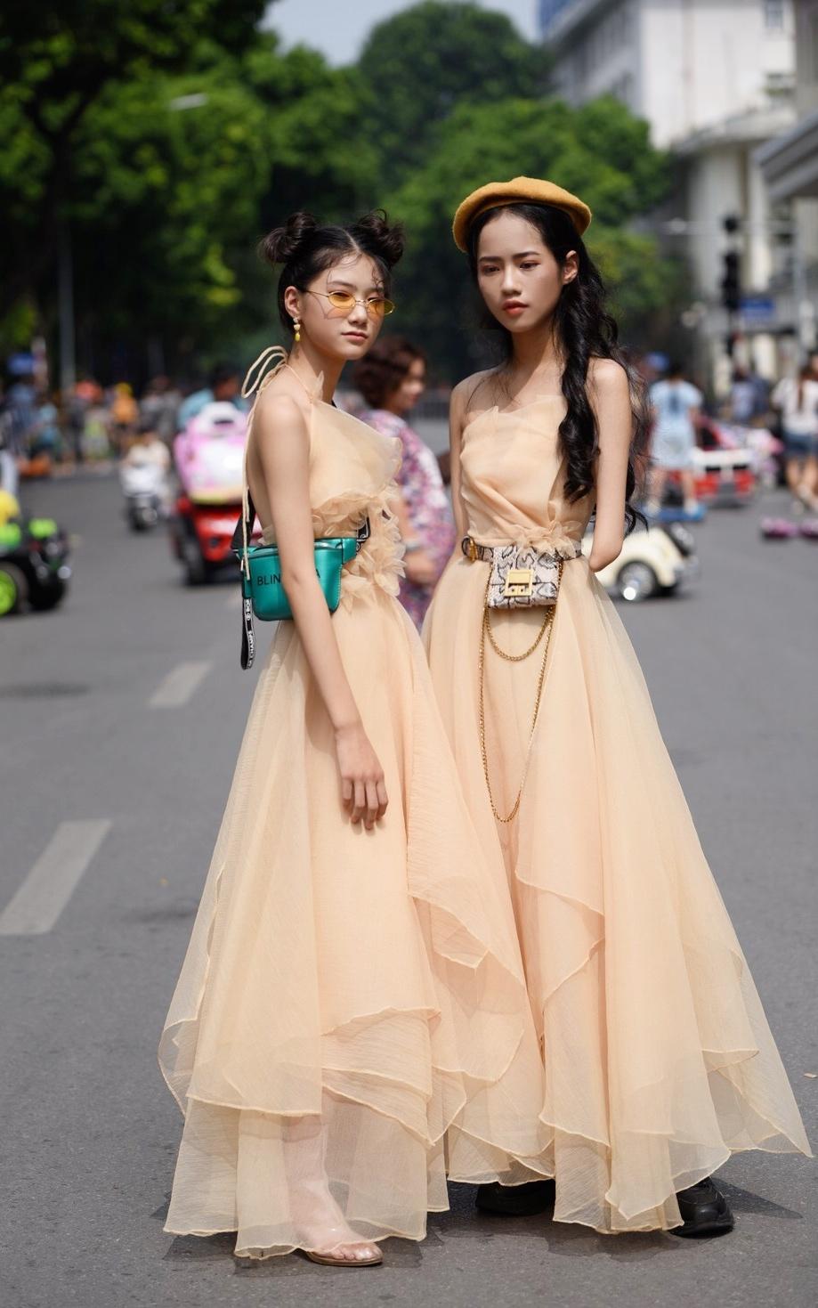 Bé gái vô gia cư và mẫu nhí khuyết tay gây chú ý ở Tuần lễ thời trang